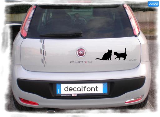 L'effetto dell'adesivo Gatti giocosi su una Fiat Punto