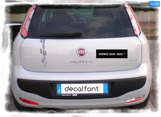 L'effetto dell'adesivo I saldi sono gia qui su una Fiat Punto