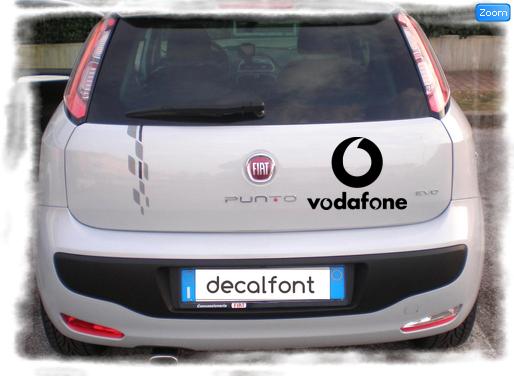 L'effetto dell'adesivo Vodafone 2 su una Fiat Punto