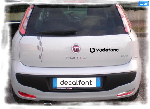 L'effetto dell'adesivo Vodafone su una Fiat Punto