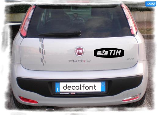 L'effetto dell'adesivo Tim su una Fiat Punto