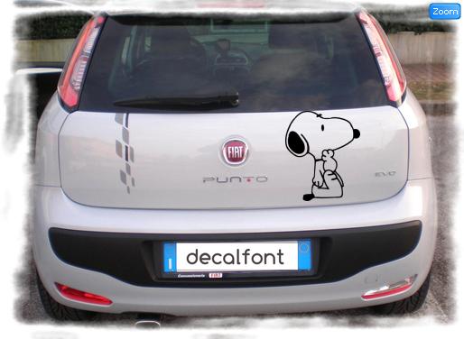 L'effetto dell'adesivo Snoopy su una Fiat Punto